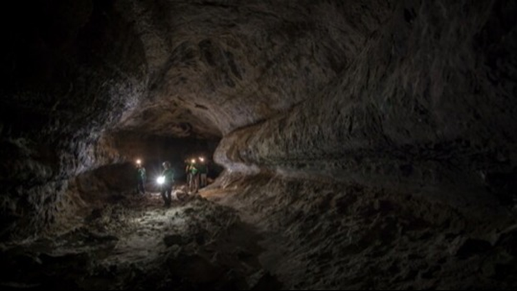 These Crazy Huge Lava Tubes on Mars and the Moon Are So Big Humans Could Settle There