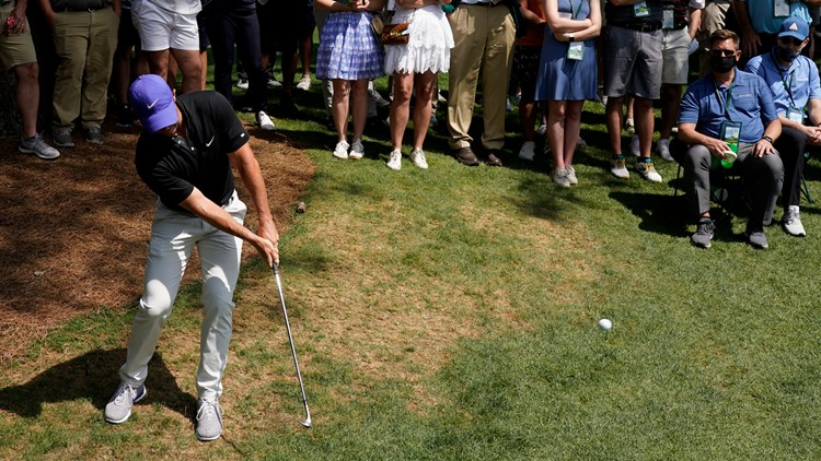 Rory McIlroy hits his father with errant Masters shot