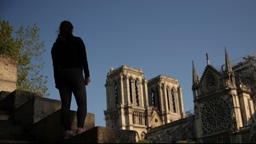 Tourists, Easter worshippers lament closure of Notre Dame