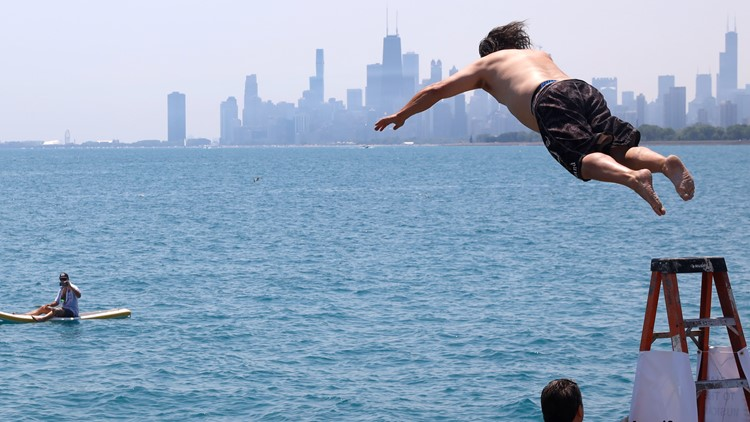 Chicago man jumps into Lake Michigan for 365th straight day