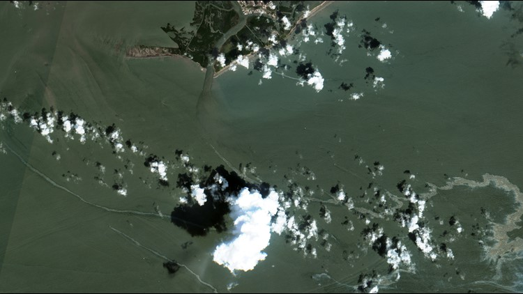 Cleanup boats on scene of large Gulf oil spill following Ida