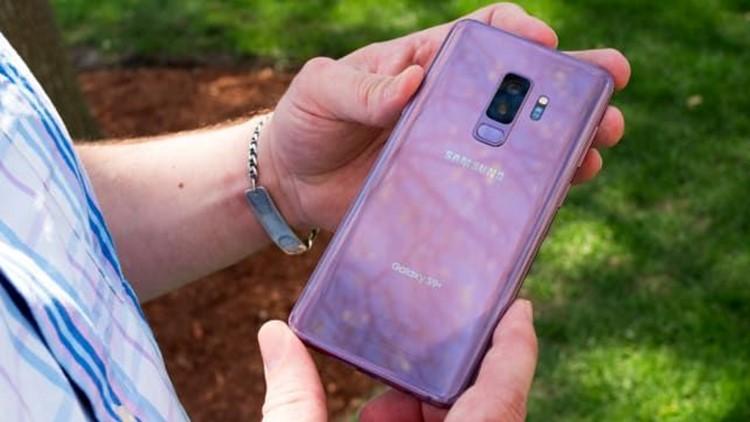 Samsung-Galaxy-S9-Plus-Back-In-Hand.jpg
