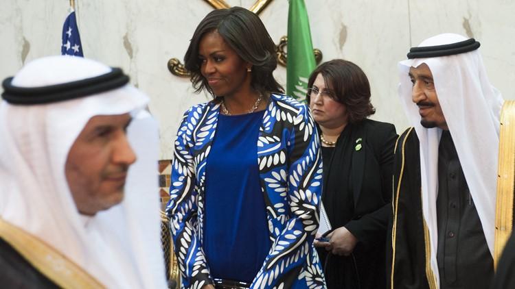 Saudi new King Salman (R), and US First Lady Michelle Obama (C) hold a receiving line for delegation members at the Erga Palace in the capital Riyadh on January 27, 2015. (Photo: SAUL LOEB/AFP/Getty Images)