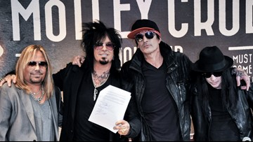 Mötley Crüe is going back on tour!