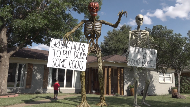 Texas family places giant skeletons on lawn to help sell home