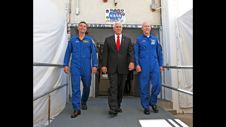 Do Not Touch Vice President Pence At Nasa Becomes A Meme Wtspcom