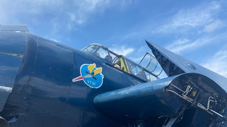 Two WWII veterans get a ride in historic TBM Avenger ahead of Kentucky air show