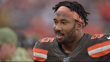 Myles Garrett swings helmet at Mason Rudolph during Browns-Steelers fight