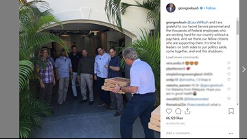 President Bush calls for end to shutdown while delivering pizza to his Secret Service detail