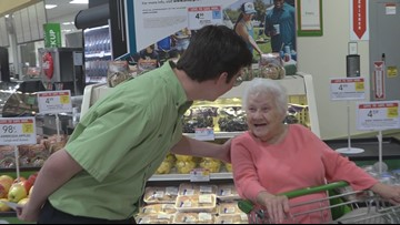 Florida Publix employee honored after random act of kindness went viral