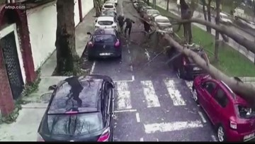 Wow Moments: High winds in Istanbul, car nearly misses tow truck driver in Anchorage