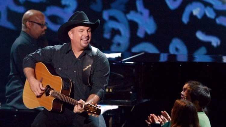 4bed5194701655 Garth Brooks in spring training with Pittsburgh Pirates | wtsp.com