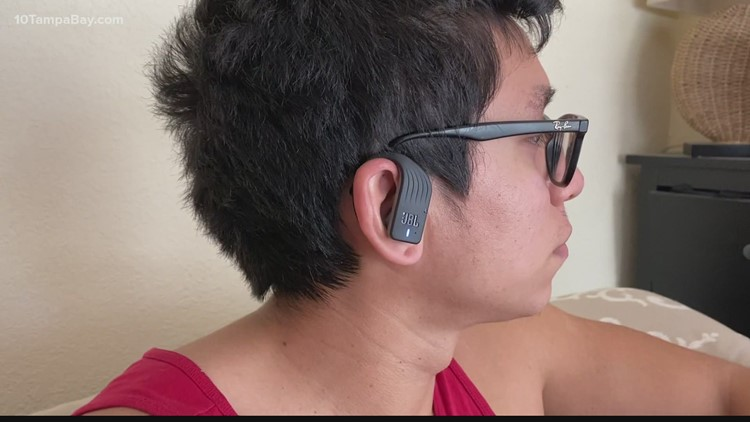 How to protect your hearing if you use headphones or earbuds at work