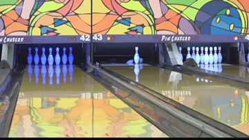 Donovan Smith hosts Bowling for Autism
