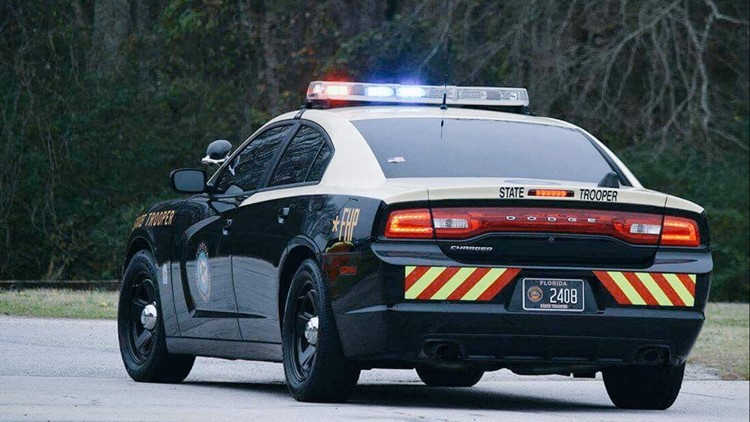 Florida Highway Patrol Traffic >> Fhp Looking For Car After Trooper Is Dragged During Traffic Stop