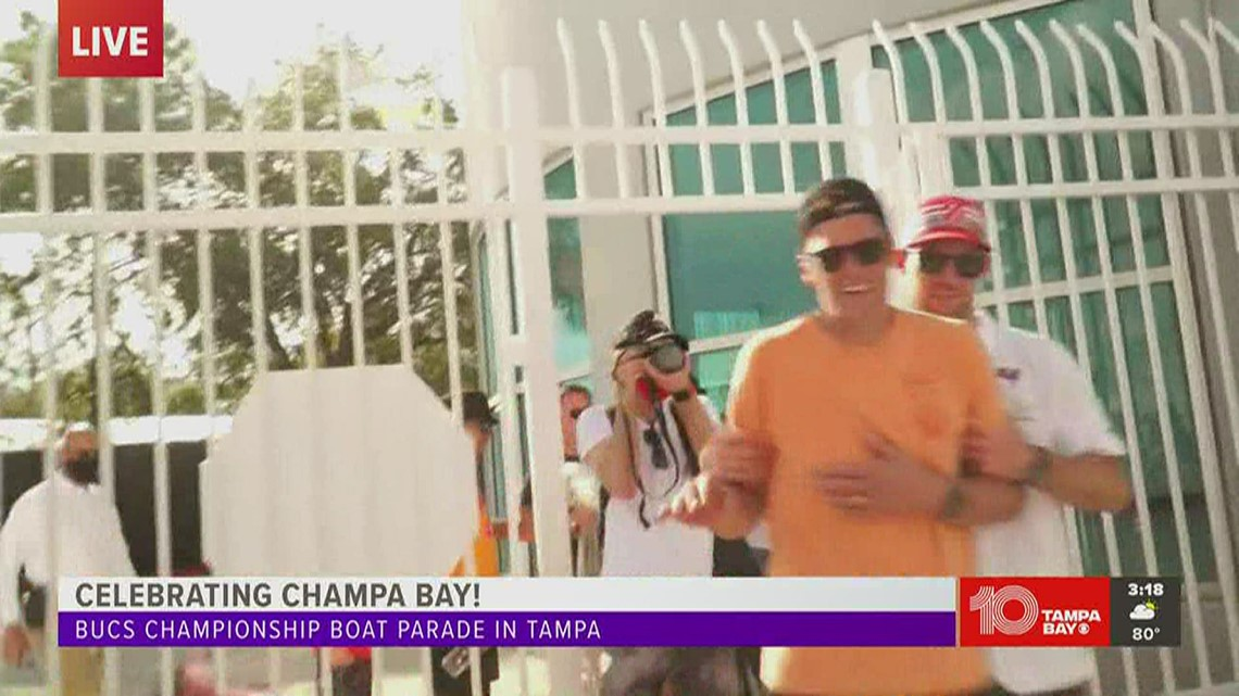 Tom Brady, smiling ear-to-ear, enters private event after boat parade