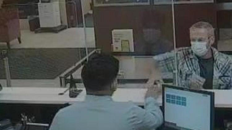 Man robs Wells Fargo bank in Sarasota, deputies say