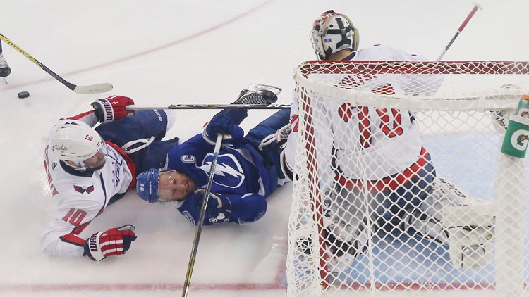 Lightning get back into series with big road win over Capitals