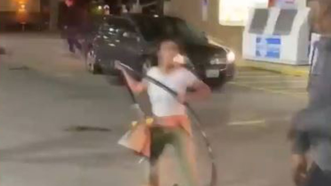 Wild video shows women attacking man at gas station