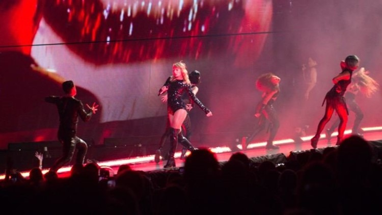 Taylor Swift Lets The Games Begin During Her Reputation Tour At Raymond James Stadium Wtsp Com