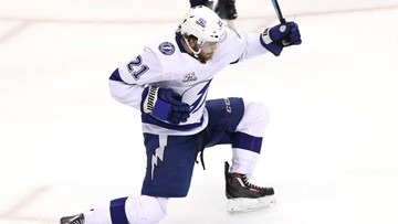 Magic hat trick! Point scores 3 goals in 91 seconds at Bolts top Penguins 4-3