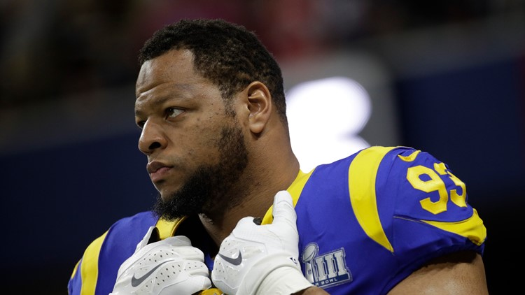 It's official: Suh has signed with the Tampa Bay Bucs