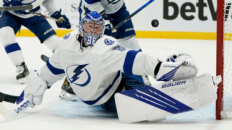 Lightning take 2-1 series lead over Islanders with Game 3 win