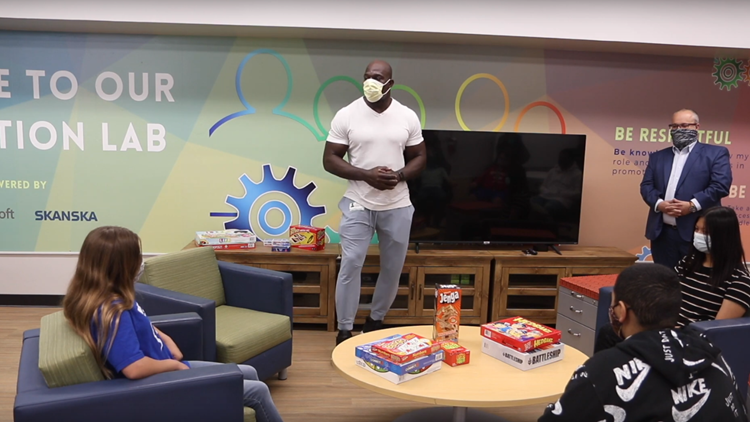WWE Superstar Titus O'Neil helps unveil new innovation lab at Gulf Middle School