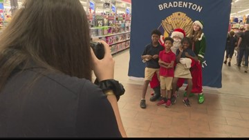 Bradenton police help spread holiday cheer