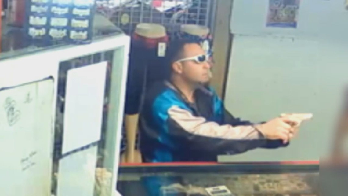 Caught on camera: Armed man robs jewelry booth clerk at flea market
