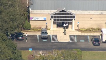 Manhunt ongoing for man accused of shooting 2, attempting to rob Brandon bank
