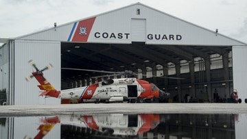 1 man dead, another rescued after boat capsizes near Tampa