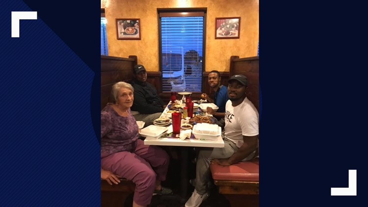 Men see elderly woman eating alone, their simple act of kindness will warm your heart