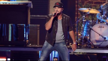 Luke Bryan helps with couple's gender reveal during his concert