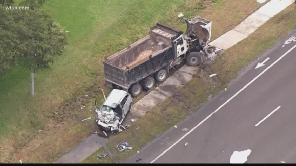Deadly crash shuts down Courtney Campbell Causeway in Tampa | 10News WTSP