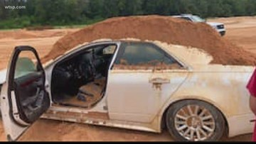Florida man accused of dumping dirt on girlfriend's car
