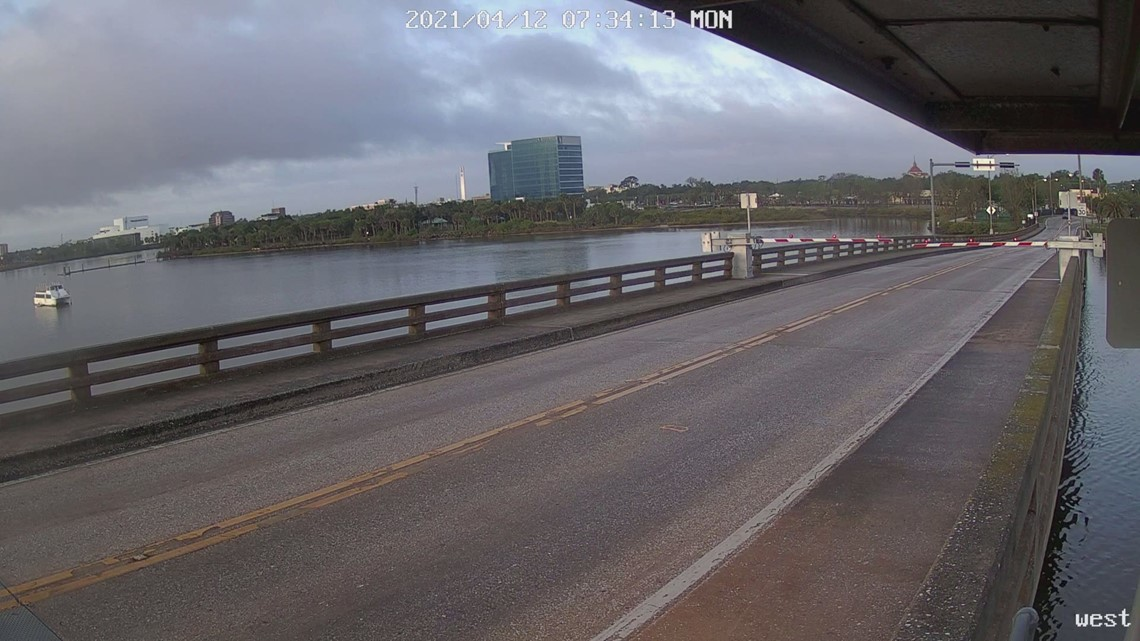 Caught on camera: Driver smashes through traffic arms, jumps draw bridge in Florida