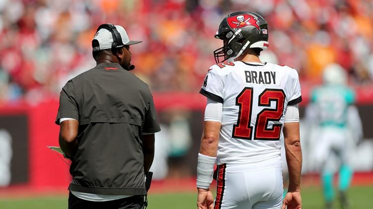 Locked on Bucs: Brady battles injury in short week