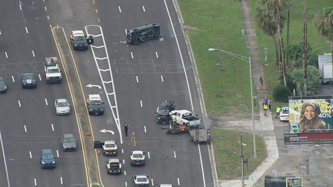 Deadly crash closes part of US 301 in Riverview