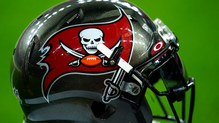 Tampa Bay Buccaneers donating more than $50,000 in new technology to East Tampa school