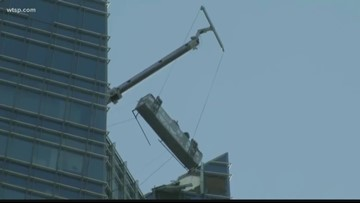 Wow Moments: Window washer sent on wild ride by winds